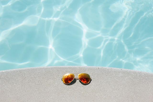 bazén a brýle