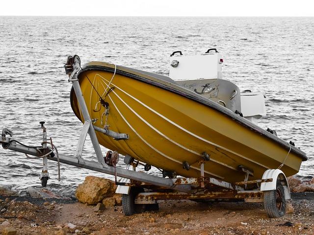 člun na přívěsu