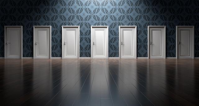 Více dveří