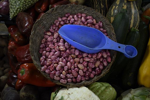 fazole v proutěném košíku